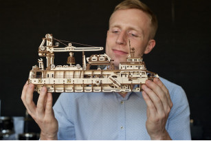«Research Vessel» mechanical model kit