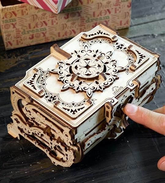 Antik-Schatulle: Ugears mechanischer 3D Modellbausatz