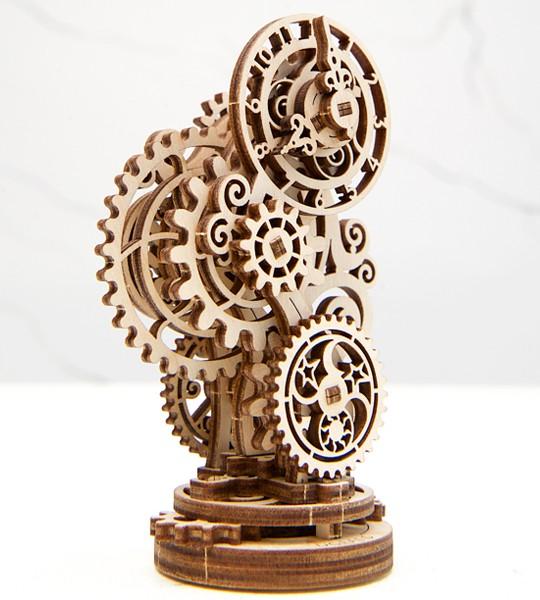Steampunk-Uhr: Ugears mechanischer 3D Modellbausatz