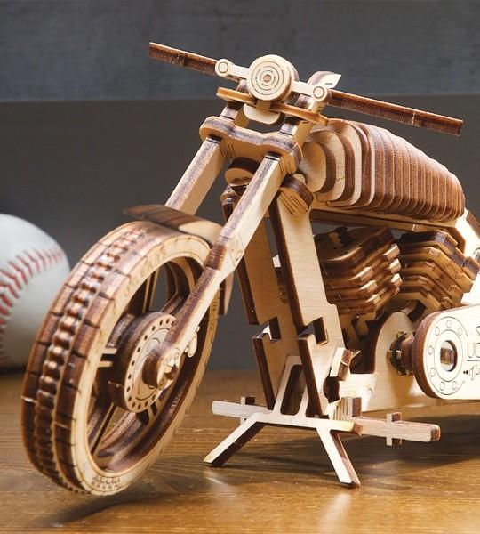 Ugears mechanischer Modellbausatz Motorrad VM-02 und 3D-Puzzle aus Holz. Selbstfahrendes Motorrad und Modell zur Selbstmontage. Originelles Geschenk für Jungen und Mädchen und intelligente Hobby für Erwachsene.