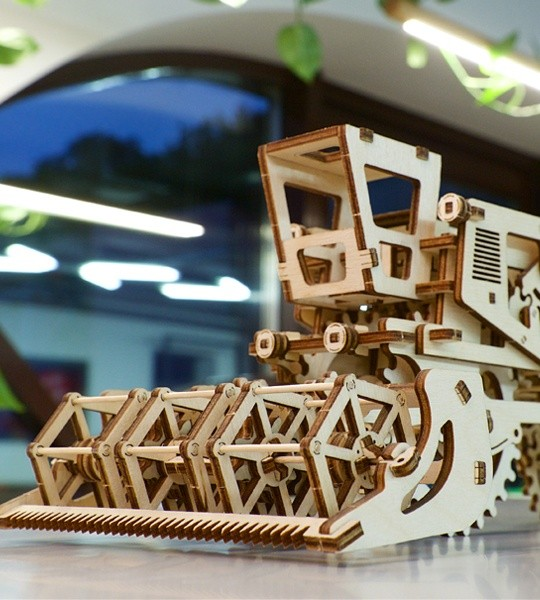 Ugears mechanical model kit Combine Harvester and wooden 3D puzzle. Construction model kit of functioning grain harvester machine. Original gift for boys and girls and smart hobby for grown-ups.