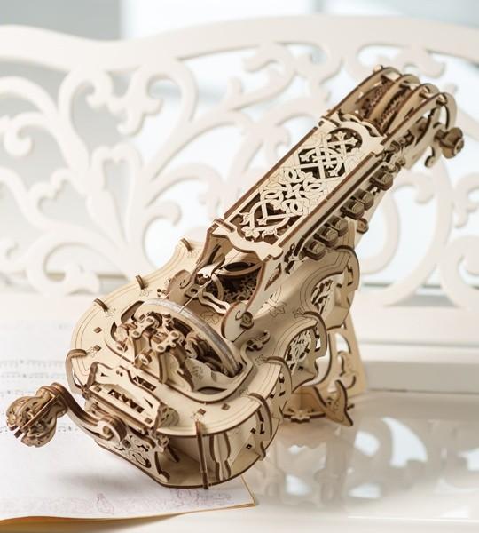 Ugears mechanischer Modellbausatz Drehleier und 3D-Puzzle aus Holz. Vollwertiges mittelalterliches Musikinstrument. Originelles Geschenk für Jungen und Mädchen und intelligente Hobby für Erwachsene.