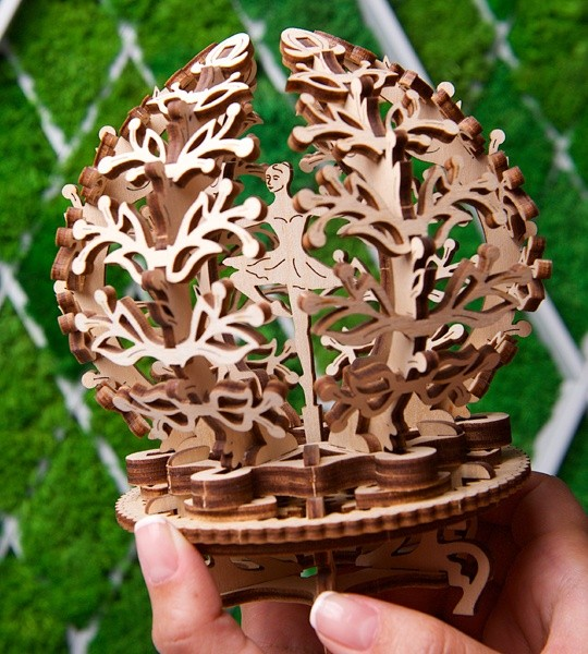 Ugears mechanisches Modell Kit Blumen und Holz 3D-Puzzle-Box. Blühendes Etui mit Ballerina und Glücksbaum im Inneren. Originelles Geschenk für Jungen und Mädchen und intelligente Hobby für Erwachsene.