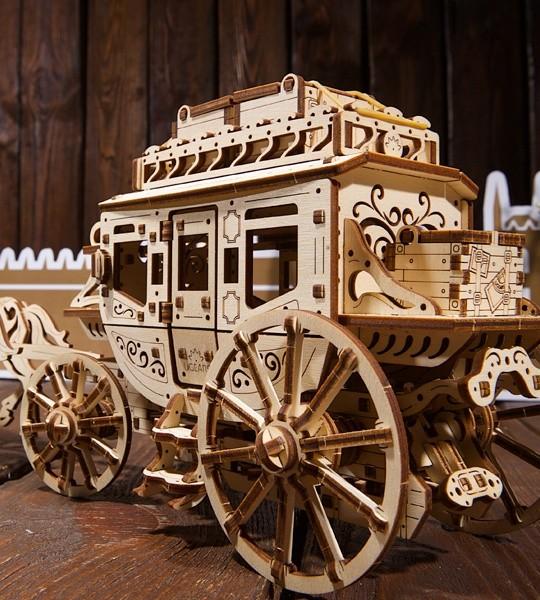 Ugears mechanischer Modellbausatz Postkutsche und 3D-Puzzle aus Holz. Bausatz und selbstfahrende Kutsche mit West-World-Spirit. Originelles Geschenk für Jungen und Mädchen und intelligente Hobby für Erwachsene.