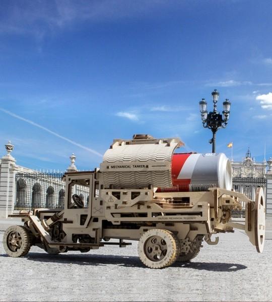 Ugears mechanischer Modellbausatz Tankwagen und Holzpuzzle 3D. Tanker mit dem einzigartigen Öffnungsmechanismus auf selbstfahrenden LKW. Originelles Geschenk für Jungen und Mädchen und intelligente Hobby für Erwachsene.