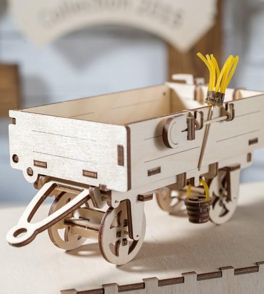 Ugears mechanischer Modellbausatz Anhänger und 3D Holzpuzzle. Selbstfahrender Bausatz und Ergänzung zum Modell Tractor. Originelles Geschenk für Jungen und Mädchen und schickes Hobby für Erwachsene.