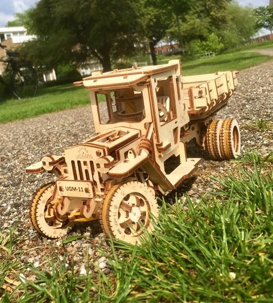 Ugears mechanischer Modellbausatz LastKraftWagen LKW und 3D-Puzzle aus Holz. Selbstfahrender LKW zur Selbstmontage. Originelles Geschenk für Jungen und Mädchen und intelligente Hobby für Erwachsene.