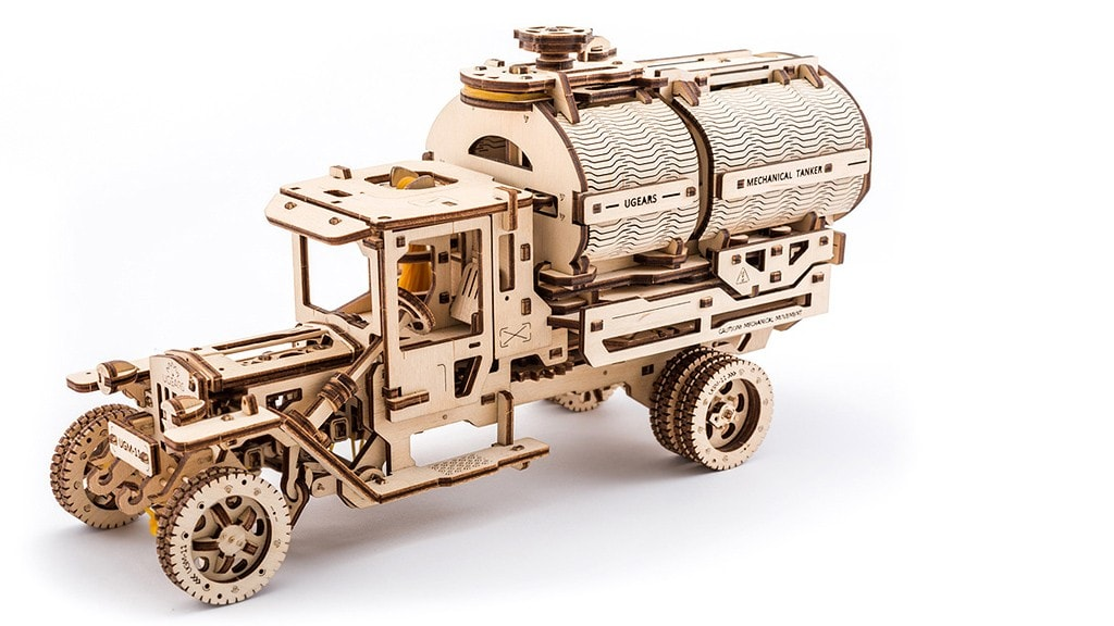 """Tanker"" mechanical model kit"