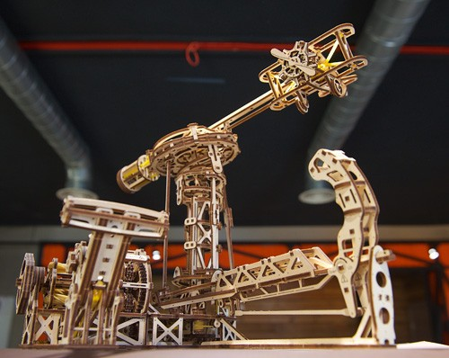 "the ""Aviator"", the first ever aircraft model from Ugears"